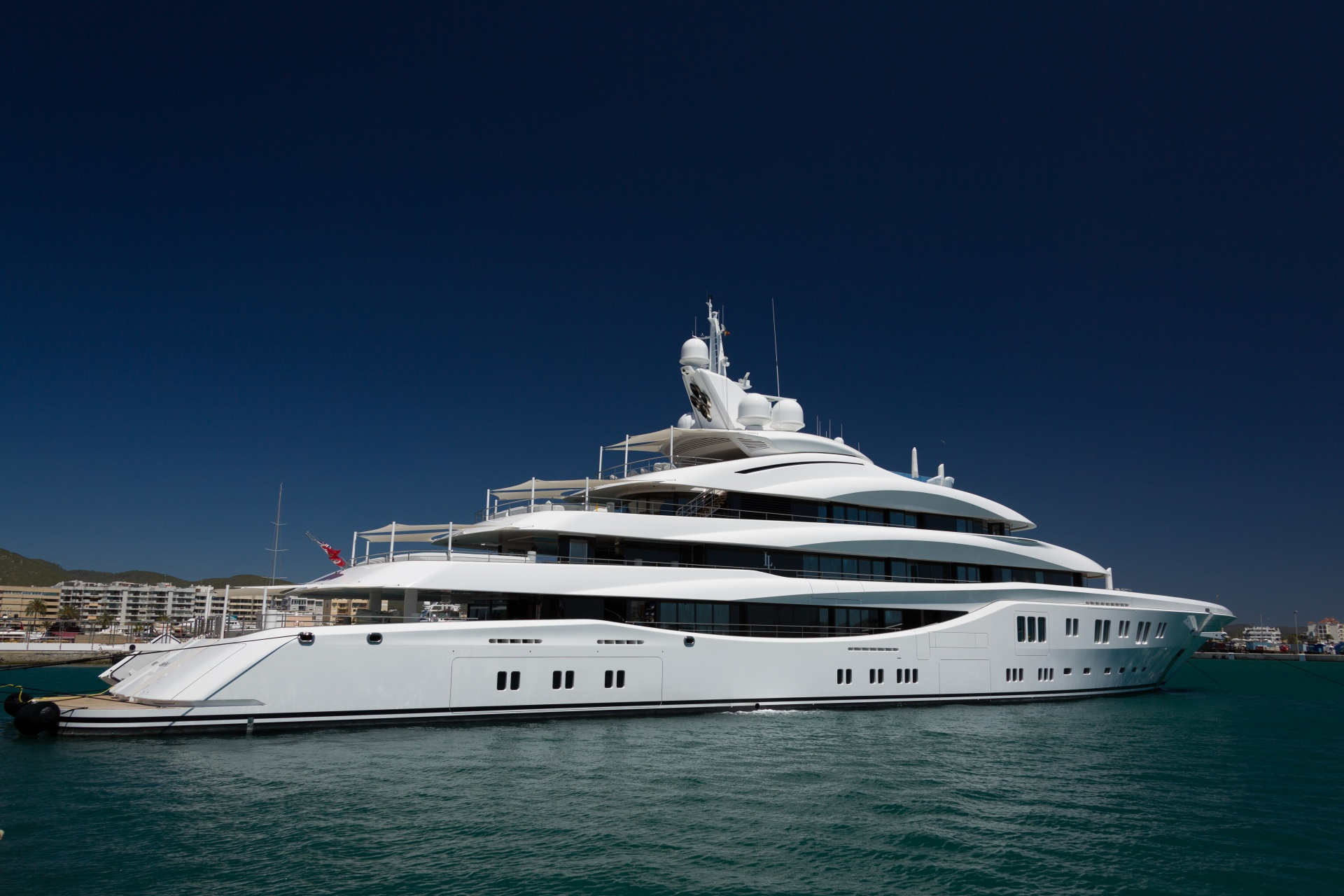 Comment organiser une soir e inoubliable bord d un yacht yacht scuderia location yacht - Organiser une soiree romantique ...