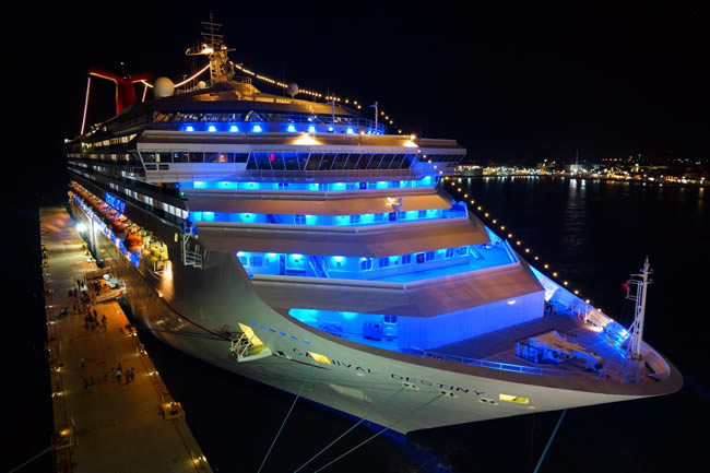 cruise_ship_night-725590